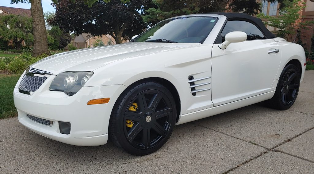 Chrysler Crossfire with black wheels