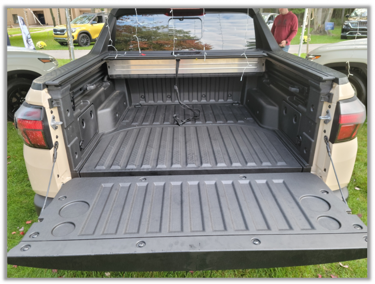 cargo bed of Hyundai Santa Cruz